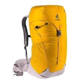 Mochila Deuter Amarela AC Lite com Capacidade de 28 Litros com Capa de Chuva Embutida